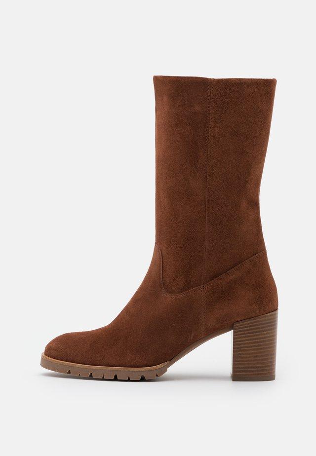 Boots - nougat