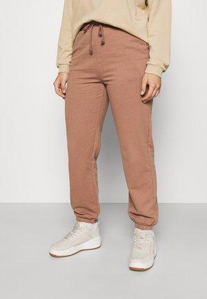 VMOCTAVIA PANT 2 PACK - Teplákové kalhoty - brownie/black