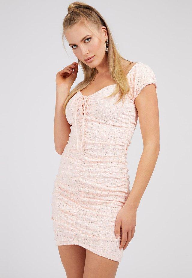 INGRID - Sukienka etui - rose