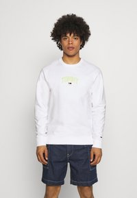 Tommy Jeans - LIGHTWEIGHT CREW - Mikina - white - 0