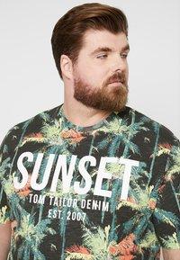 TOM TAILOR DENIM - NEW PLACEMENT - Print T-shirt - multicolor/grey - 4