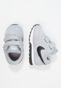 Nike Sportswear - MD RUNNER  - Sneakers laag - wolf grey/black/white - 0