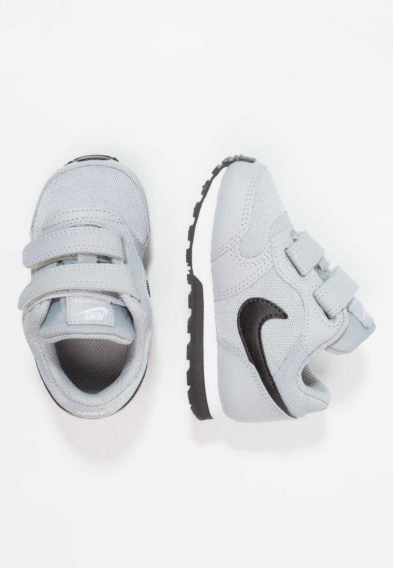 Nike Sportswear - MD RUNNER  - Sneakers laag - wolf grey/black/white