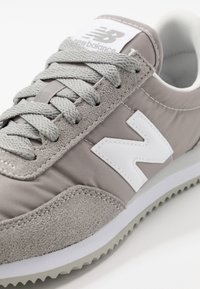 New Balance - 720 UNISEX - Sneakers - grey/white - 5