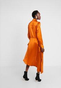 Mykke Hofmann - KALEVA - Abito a camicia - orange - 2