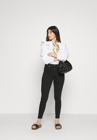 GAP Petite - SAMANTHA - Jeans Skinny Fit - true black - 1
