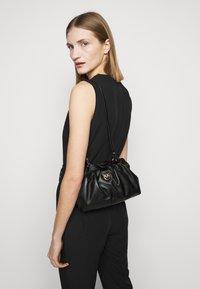Pinko - MINI CHAIN FRAIMED CHAIN - Handbag - black - 1