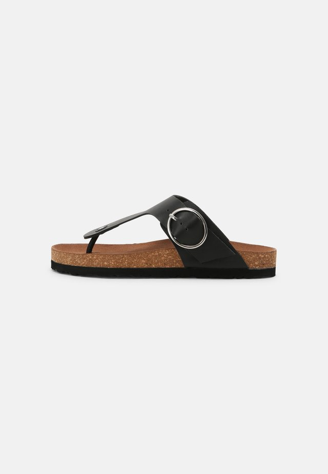 WIDE FIT KRISTEN - Sandály s odděleným palcem - black