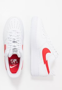 Nike Sportswear - AIR FORCE 1 LV8 - Trainers - white/university red/midnight navy/metallic silver