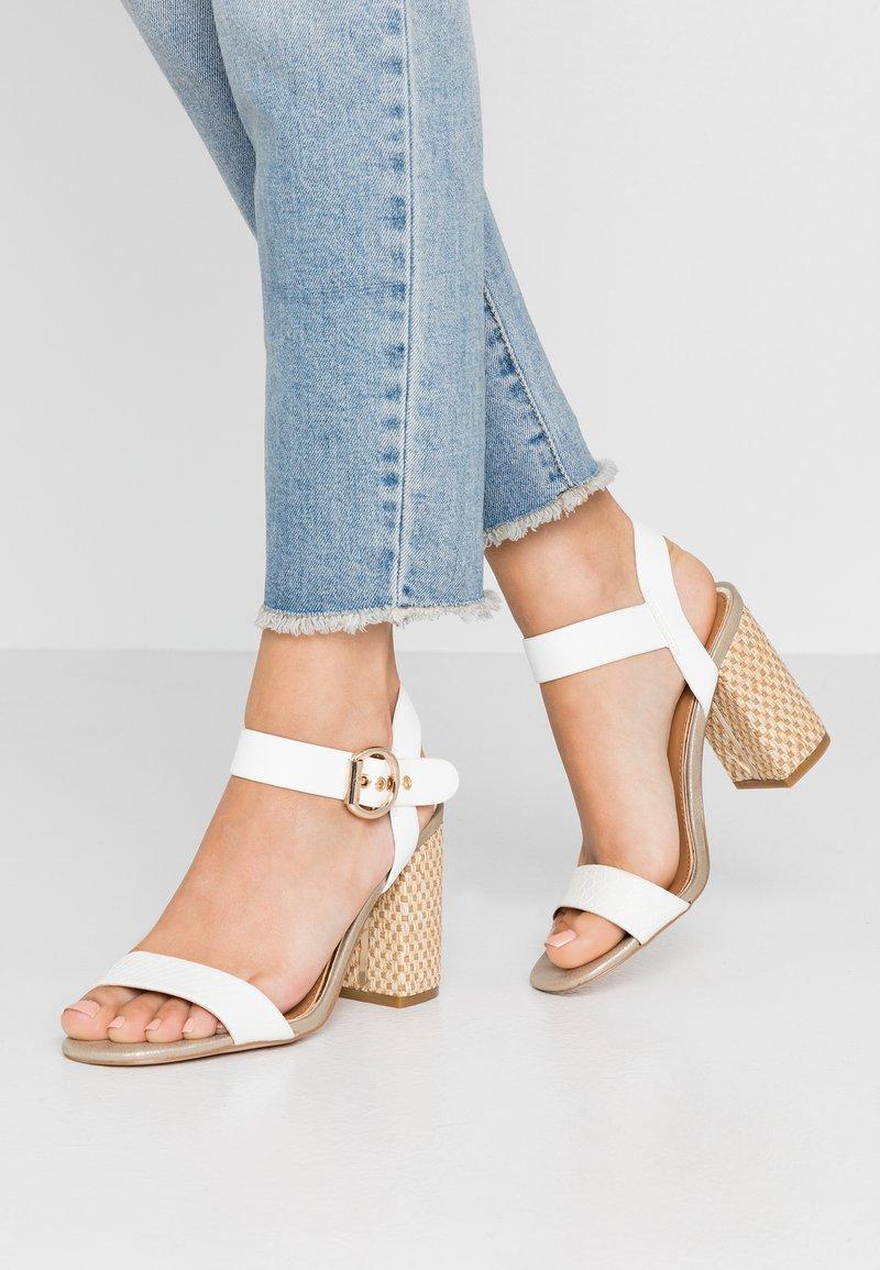 River Island - Højhælede sandaletter / Højhælede sandaler - white