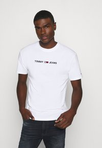 Tommy Jeans - STRAIGHT LOGO TEE - T-shirt con stampa - white - 0