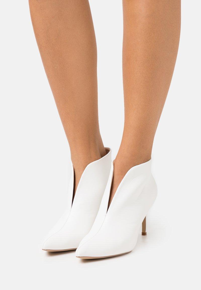 Wallis - CORFU - Bridal shoes - white