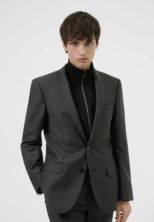 Costume - open grey