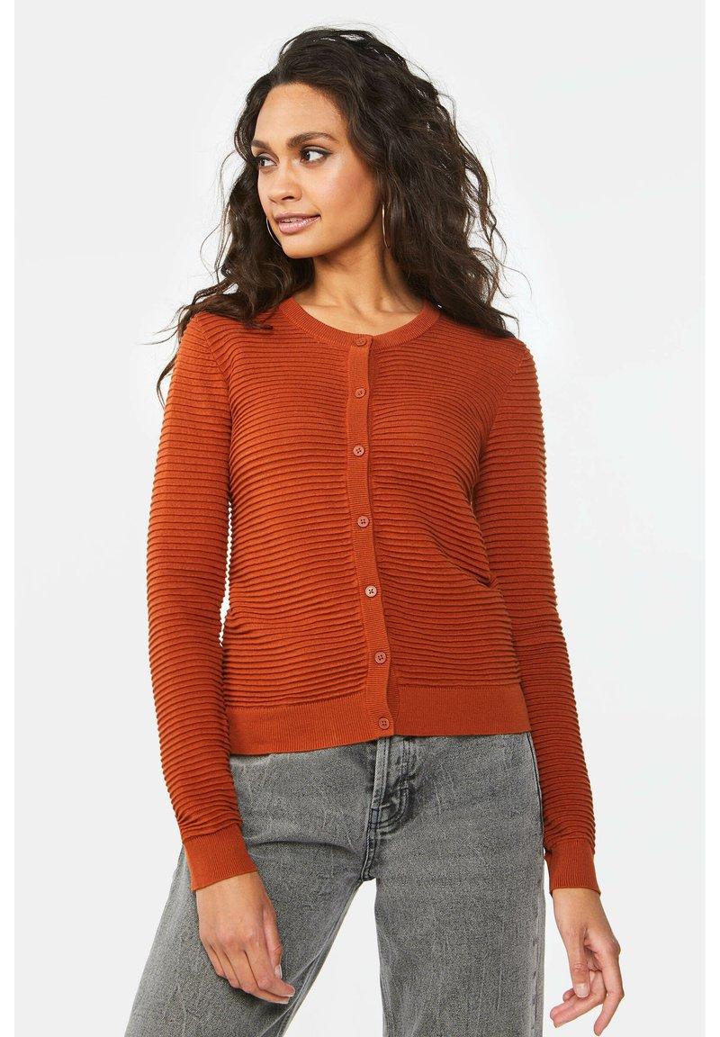 WE Fashion - Cardigan - rust brown
