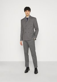 Isaac Dewhirst - CHECK DOUBLE BREASTED SUIT - Oblek - grey - 1