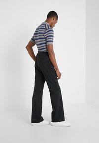 Joseph - EDWARDS TECHNO GABARDINE TROUSERS - Pantalon classique - black - 2