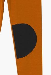 Papu - PATCH UNISEX - Legíny - earth brown/black - 3
