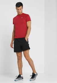 Under Armour - LAUNCH SHORT - Sports shorts - black - 1