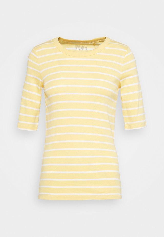 FLOW CORE - T-shirt z nadrukiem - sunflower yellow