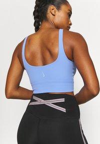Nike Performance - THE YOGA LUXE CROP TANK - Débardeur - royal pulse/aluminium - 4