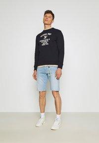 TOM TAILOR DENIM - REGULAR FIT - Denim shorts - heavy bleached blue denim - 1