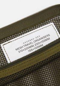 ARKET - SET UNISEX 3 PACK - Wash bag - green - 3