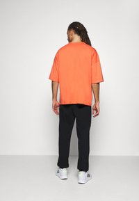 NU-IN - OVERSIZED CREW NECK  - Basic T-shirt - orange - 2