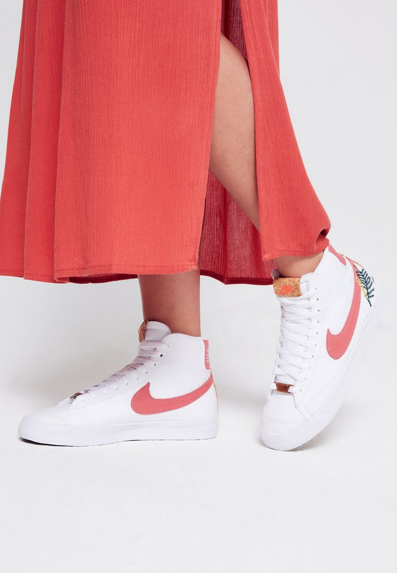 Nike Sportswear - BLAZER MID '77  - Vysoké tenisky - white/light sienna
