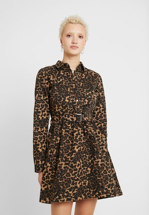 BELTED LEOPARD PRINT DRESS - Denim dress - natural