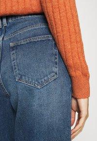 ONLY - ONLTROY LIFE CARROT - Jeans baggy - medium blue denim - 5
