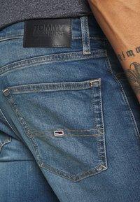 Tommy Jeans - AUSTIN SLIM - Slim fit -farkut - wilson mid blue - 5