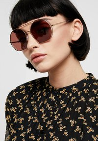 Marc Jacobs - Sunglasses - gold-coloured - 1