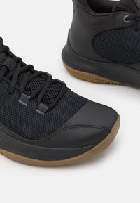 Under Armour - 3Z5 - Basketball shoes - black - 5