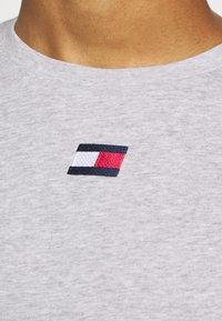 Tommy Hilfiger - LOGO TEE - Sports shirt - grey - 5