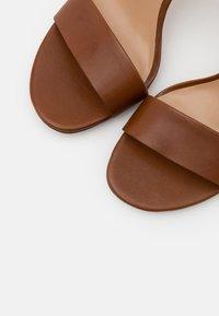 Lauren Ralph Lauren - GWEN - High heeled sandals - deep saddle tan - 6