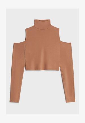 MIT SCHLITZ UND ROLLKRAGEN - Long sleeved top - beige