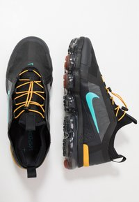 Nike Sportswear - AIR VAPORMAX 2019 UTILITY - Matalavartiset tennarit - off noir/black/cosmic clay/thunder grey - 2