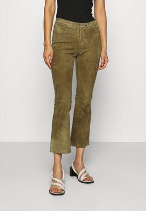 AIMEE - Pantalon en cuir - mossgreen