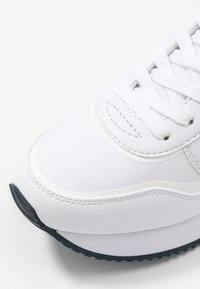 Tommy Hilfiger - ACTIVE CITY  - Trainers - white - 2