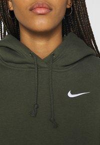 Nike Sportswear - HOODIE TREND - Felpa con cappuccio - cargo khaki/white - 4
