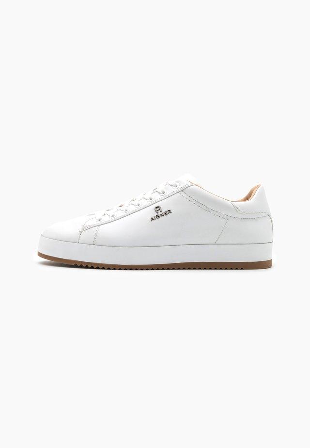 NOAH - Sneakers laag - white