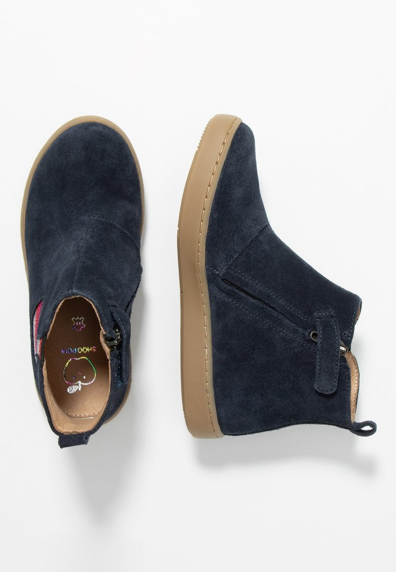 Shoo Pom - PLAY APPLE - Classic ankle boots - navy/gold