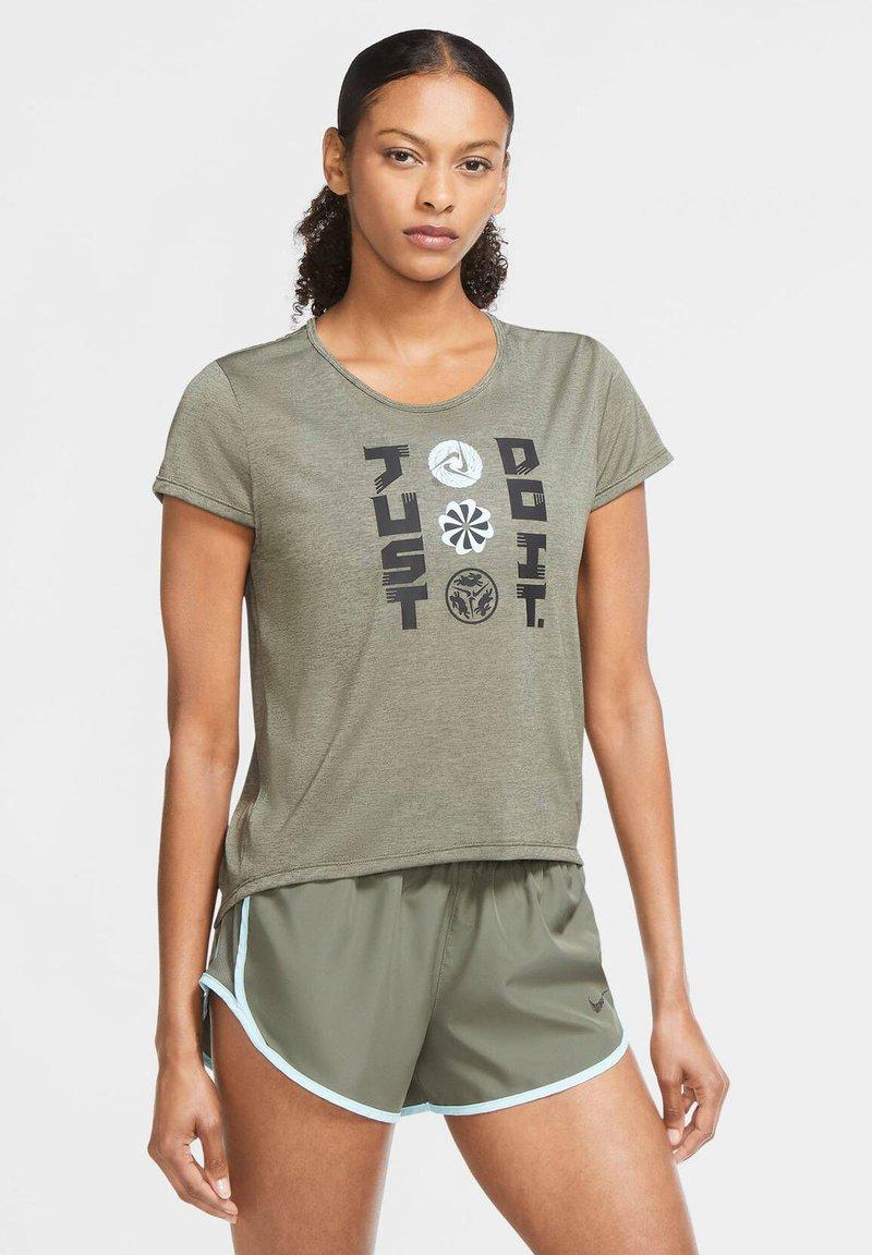 Nike Performance - ICON CLASH - Print T-shirt - olive