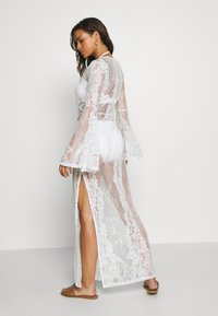 Missguided - PREMIUM LACE PLUNGE LONG SLEEVE MAXI DRESS - Doplňky na pláž - nude - 2
