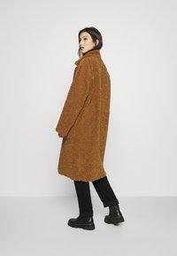Scotch & Soda - LONG REVERSIBLE JACKET - Winter coat - camel - 2