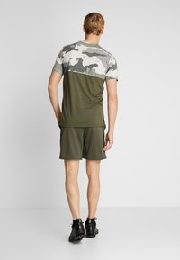 Nike Performance - SHORT TRAIN - Pantalón corto de deporte - cargo khaki/black - 2