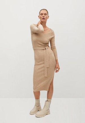 GOLETA - Pletené šaty - lys/pastelgrå
