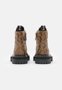 Proenza Schouler - COMBAT LACE UP BOOT - Kotníkové boty na platformě - natural - 3