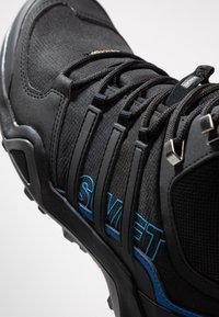 adidas Performance - TERREX SWIFT R2 MID GTX GORETEX HIKING SHOES - Hikingsko - core black/bright blue - 5