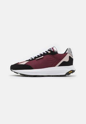 RACER MEN & WOMEN UNISEX - Sneakers laag - burgundy